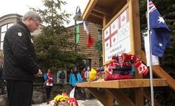 <p>Canadian Prime Minister Stephen Harper pauses to pay his respects at small memorial for Georgian athlete Nodar Kumaritashvili in Whistler, British Columbia, March 21, 2010. REUTERS/Andy Clark</p>