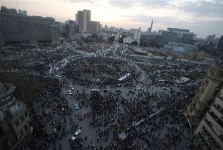 Traffic passes through a crowded Tahrir Square in Cairo late February 13, 2011. REUTERS/Asmaa Waguih