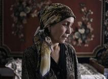 <p>Роза Евлоева, мать взорвавшегося в Домодедово смертника Магомеда Евлоева, дает интервью в своем доме в Али-Юрте 16 февраля 2011 года. Мать взорвавшегося в Домодедово смертника Роза Евлоева извинилась за своего сына и сказала, что до сих пор не верит в его виновность. REUTERS/Diana Markosian</p>
