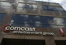 <p>Foto de archivo del edificio del grupo de medios Comcast Entertainment Group en Los Angeles, nov 12 2009. Comcast Corp reportó ganancias trimestrales más fuertes por mayores ventas de publicidad y porque sumó clientes con paquetes más costosos de televisión por cable, servicios de voz y banda ancha. REUTERS/Fred Prouser</p>
