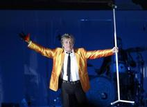 <p>British singer Rod Stewart performs during his concert, the last of his European 2010 tour, in Floriana, outside Valletta August 3, 2010. REUTERS/Darrin Zammit Lupi</p>