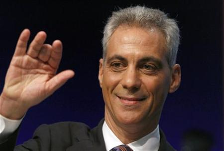 Former White House Chief of Staff and Chicago mayoral candidate Rahm Emanuel waves to the audience as he prepares for a televised debate against Democratic rivals Gery Chico, Carol Moseley Braun and Miguel del Valle in Chicago, Illinois February 17, 2011. REUTERS/Frank Polich
