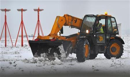 Snow is cleared at Heathrow airport in west London December 21, 2010. REUTERS/Toby Melville