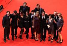 """<p>Актеры фильма """"Неизвестный"""" перед показом на Берлинском кинофестивале 18 февраля 2011 года. """"Неизвестный"""" покорил североамериканский прокат: триллер с Лиамом Нисоном и Дайаной Крюгер в основных ролях заработал за минувший уик-энд $21,8 миллиона. REUTERS/Fabrizio Bensch</p>"""