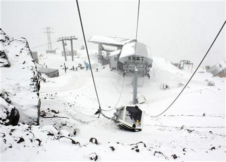 The damaged cabin of a cable car, which was blown up on Friday night by attackers, is seen near Mount Elbrus in Kabardino-Balkaria in Russia's North Caucasus region February 20, 2011. REUTERS/Yevgeny Kayudin
