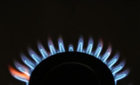 Gas flames are seen burning on a cooker in London February 21, 2008, in this posed picture. REUTERS/Stephen Hird