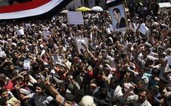 <p>Демонстранты выступают против правительства в Сане 23 февраля 2011 года. Президент Йемена Али Абдулла Салех призвал службы безопасности страны защищать демонстрантов, добивающихся ухода со своего поста правящего вот уже 32 года политика. REUTERS/Khaled Abdullah</p>