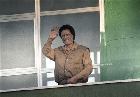 Libyan leader Muammar Gaddafi waves to supporters as he gives a speech condemning the U.S. from a balcony at Bab al-Aziziya in Tripoli in this March 28, 1986 file photo. REUTERS/Rob Taggart /Files