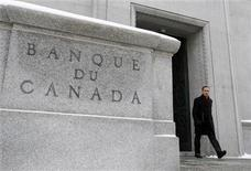 <p>Bank of Canada Governor Mark Carney leaves his office in Ottawa January 19, 2011. REUTERS/Chris Wattie</p>