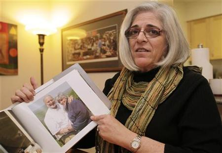 Judy Gross, wife of U.S. aid contractor Alan Gross who is jailed in Cuba, shows their family picture during an interview with Reuters at her apartment in Washington October 23, 2010. REUTERS/Yuri Gripas