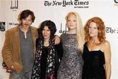 "<p>Director of ""Winter's Bone"" Debra Granik (2nd L) poses with cast members John Hawkes (L), Lauren Sweetser (2nd R) and Dale Dickey at the 20th anniversary of the Gotham Independent Film Awards in New York November 29, 2010. REUTERS/Lucas Jackson</p>"