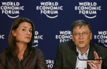 Microsoft founder Bill Gates (R) and his wife Melinda Gates attend a news conference at the World Economic Forum (WEF) in Davos January 30, 2009.REUTERS/Christian Hartmann