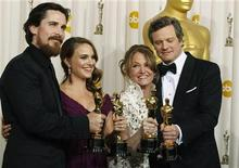 <p>De izquierda a derecha: Los actores Christian Bale, Natalie Portman, Melissa Leo y Collin Firth posan con sus premios Oscar en Hollywood, California, feb 27 2011. REUTERS/Mike Blake (UNITED STATES)</p>