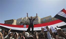 <p>A boy shouts slogans during a protest demanding the ouster of Yemen's President Ali Abdullah Saleh outside Sanaa University February 28, 2011. REUTERS/Khaled Abdullah</p>