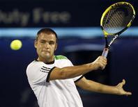 <p>Михаил Южный на турнире ATP Dubai Tennis Championships в Дубае 22 февраля 2011 года. Россиянин Михаил Южный опустился с 11-й на 13- ю строчку рейтинга ATP, последняя версия которого была опубликована в понедельник. REUTERS/Ahmed Jadallah</p>
