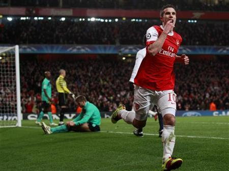 Robin van Persie of Arsenal celebrates scoring against Barcelona during their Champions League match at the Emirates stadium in north London, February 16, 2011. REUTERS/Eddie Keogh