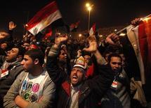 <p>Сторонники оппозиции в Каире 10 февраля 2011 года. Лишь три процента опрошенных граждан России поддержали мнение политического руководства о том, что за революциями в арабском мире стоят внешние силы. Подавляющее большинство объяснило беспорядки низким уровнем жизни, авторитаризмом и коррупцией, констатировал государственный социологический центр. REUTERS/Suhaib Salem</p>