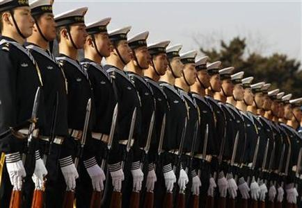 Members of the Chinese Navy's honor guard wait for U.S. Secretary of Defense Robert Gates to review military troops at Bayi Building in Beijing January 10, 2011. REUTERS/Larry Downing