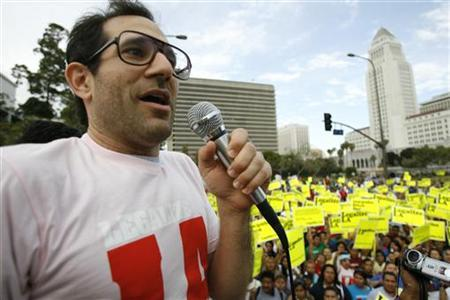 American Apparel owner Dov Charney speaks during a May Day rally protest march for immigrant rights, in downtown Los Angeles May 1, 2009. REUTERS/Mario Anzuoni
