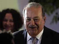 <p>Карлос Слим на открытии музея в Мехико, 1 марта 2011 года. Мексиканский магнат Карлос Слим второй год подряд лидирует в мировом списке супербогачей, опубликованном в четверг американским журналом Forbes. REUTERS/Henry Romero</p>