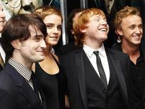 """<p>Daniel Radcliffe, Emma Watson, Rupert Grint e Tom Felton na estreia do filme """"Harry Potter e as Relíquias da Morte: Parte 1"""", em Nova York. O filme se tornou o mais lucrativo da franquia nas bilheterias mundiais na quarta-feira. 15/11/2010 REUTERS/Shannon Stapleton</p>"""