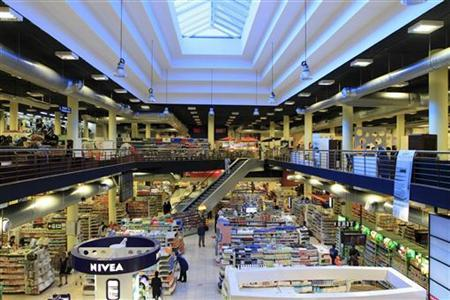 A view of a section of Nakumatt's shopping hall in an upper-market area of Nairobi January 5, 2011. REUTERS/Noor Khamis