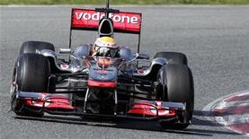 <p>Lewis Hamilton da McLaren durante sessão de treino no circuito da Catalunha, na Espanha. A McLaren está fazendo progresso com seu novo carro após problemas iniciais, disse nesta quinta-feira o chefe de equipe, Martin Whitmarsh. 09/03/2011 REUTERS/Albert Gea</p>