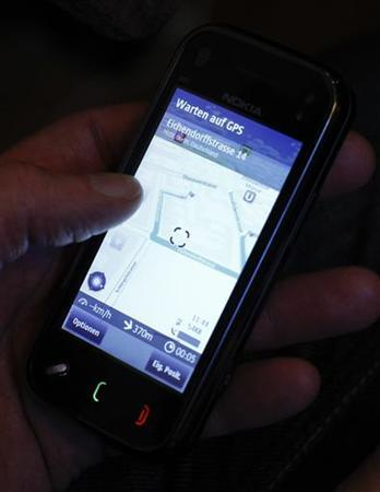 A journalist tests Nokia's Ovi Maps free maps on a cellphone during a news conference in Berlin, January 21, 2010. REUTERS/Fabrizio Bensch