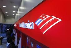 <p>Customers use ATM machines inside of a Bank of America branch in Times Square in New York March 8, 2011. REUTERS/Lucas Jackson</p>