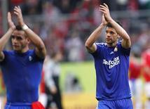 <p>Michael Ballack (à dir.) e Renato Augusto, do Bayer Leverkusen, comemoram após partida contra o FSV Mainz 05 em Mainz. 13/03/2011 REUTERS/Kai Pfaffenbach</p>