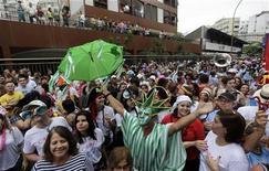 <p>Banda de Ipanema, um dos principais blocos do Rio de Janeiro. Este ano, o Carnaval de rua do Rio reuniu quase 5 milhões de pessoas, mais que o dobro do público esperado pela prefeitura. 05/03/2011 REUTERS/Ricardo Moraes</p>