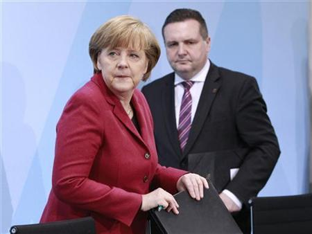 German Chancellor Angela Merkel and Baden-Wuerttemberg's state premier Stefan Mappus arrive for a news conference after a meeting in the Chancellery in Berlin, March 15, 2011. REUTERS/Thomas Peter