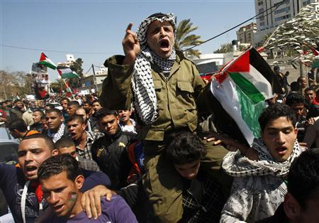 A Palestinian dressed like late Palestinian leader Yasser Arafat shouts slogans during a rally in Gaza City March 15, 2011, calling for an end to Palestinian divisions. REUTERS/Ibraheem Abu Mustafa