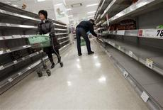 <p>People shop for food from almost empty shelves at a big-box supermarket in Tokyo March 16, 2011. REUTERS/Issei Kato</p>