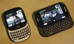 "<p>A pair of new smart phones called ""Kin One"" (L) and ""Kin Two"" are introduced at a Microsoft news conference in San Francisco, California April 12, 2010. REUTERS/Robert Galbraith</p>"