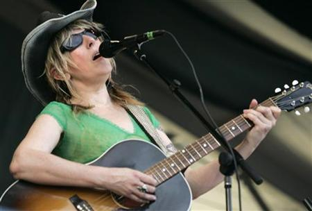 Musician and songwriter Lucinda Williams performs at the New Orleans Jazz and Heritage Festival in New Orleans, Louisiana, April 27, 2007. REUTERS/Lee Celano