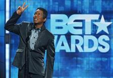 <p>Singer Jermaine Jackson introduces a segment honoring his late younger brother Michael Jackson at the 2010 BET Awards in Los Angeles June 27, 2010. REUTERS/Mario Anzuoni</p>