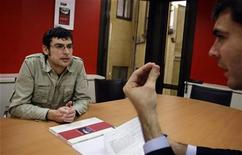 <p>Hays Recruitment Consultancy Section Manager Ignacio Ramos (R) interviews Vicente Balmaseda at the Hays offices in downtown Madrid December 5, 2008. REUTERS/Susana Vera</p>
