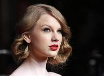 <p>Singer Taylor Swift arrives at the 2011 Vanity Fair Oscar party in West Hollywood, California February 27, 2011. REUTERS/Danny Moloshok</p>
