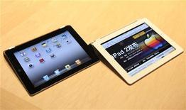 <p>Apple pourrait être confronté à une pénurie de composants de sa tablette numérique iPad 2 en raison du séisme et du tsunami dévastateurs du 11 mars au Japon, selon une étude publiée jeudi. /Photo prise le 2 mars 2011/REUTERS/Beck Diefenbach</p>