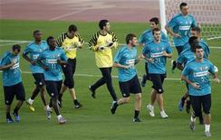 """<p>Игроки """"Интера"""" на тренировке в Абу-Даби 17 декабря 2010 года. """"Милан"""" и """"Интер"""" проведут в ближайшие выходные матчи очередного тура итальянской Серии А в преддверии очного противостояния через две недели. REUTERS/Fadi Al-Assaad</p>"""
