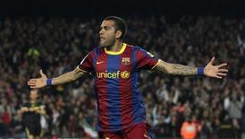 <p>Daniel Alves, do Barcelona, comemora gol contra o Getafe durante partida pelo Campeonato Espanhol, em Barcelona. 19/03/2011 REUTERS/Albert Gea</p>