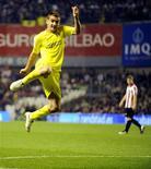 <p>Marco Ruben, do Villarreal, comemora gol durante partida contra o Athletic Bilbao pelo Campeonato Espanhol, em Bilbao. 20/03/2011 REUTERS/Vincent West</p>