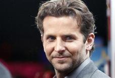 """<p>Bradley Cooper na estreia de """"Idas e Vindas do Amor"""" em Hollywood, na Califórnia. Seu novo filme """"Sem Limites"""" liderou as bilheterias da América do Norte no fim de semana, segundo estimativas do estúdio divulgadas. 08/02/2011 REUTERS/Mario Anzuoni</p>"""