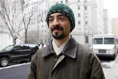 <p>Sergey Aleynikov sai de tribunal federal em Nova York, Estados Unidos, em fevereiro de 2010. O ex-programador do Goldman Sachs foi condenado a oito anos de prisão por roubar um código secreto da instituição. 17/02/2010 REUTERS/Chip East</p>