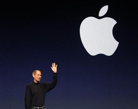 Apple Inc. CEO Steve Jobs gives a wave at the conclusion of the launch of the iPad 2 on stage during an Apple event in San Francisco, March 2, 2011. REUTERS/Beck Diefenbach