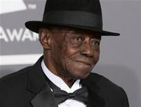 """<p>Foto de archivo del músico de blues Joe Willie """"Pinetop"""" Perkins durante la entrega de los premios Grammy en Los Angeles, feb 8 2009. Perkins, que este año se convirtió en la persona más anciana en ganar un Grammy, falleció en su casa de Austin, en Texas, a los 97 años. REUTERS/Danny Moloshok</p>"""