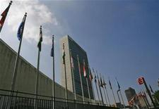 <p>Flags fly in front of the United Nations Headquarters in New York July 31, 2008. REUTERS/Brendan McDermid</p>