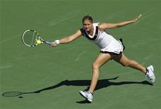 <p>Динара Сафина отбивает удар на турнире в Индиан-Уэллс 12 марта 2011 года. Россиянки Динара Сафина и Елена Веснина вышли во второй круг турнира Sony Ericsson Open, проходящего в Майами. REUTERS/Danny Moloshok</p>