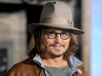 """<p>Johnny Depp na estreia do filme de animação """"Rango"""" em Los Angeles, em fevereiro. O ator fará uma participação especial na comédia de Ricky Gervais """"Life's Too Short"""", da BBC2. 14/02/2011 REUTERS/Gus Ruelas</p>"""